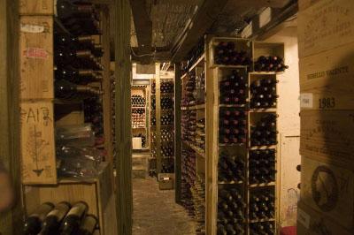 Wine cellar cognateque